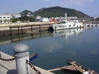 プール正面の港