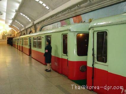 平壌市内を走る地下鉄