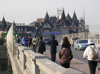 勝利橋から旧ロシア街へ