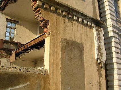 崩されている初代大連市役所