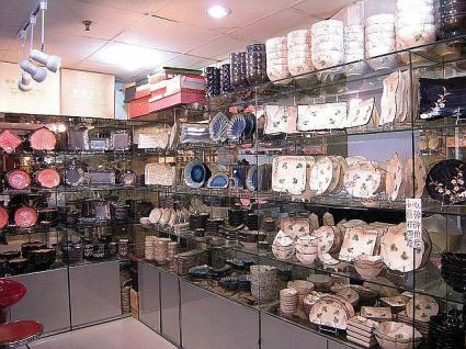 店内の様子(右側食器)