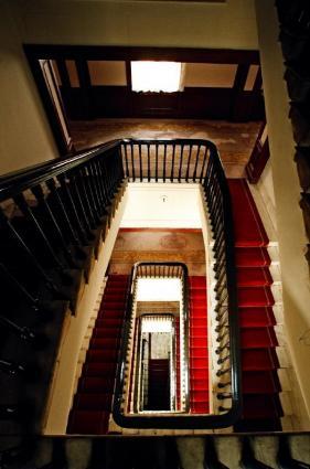 旧大連ヤマトホテル内部の階段。