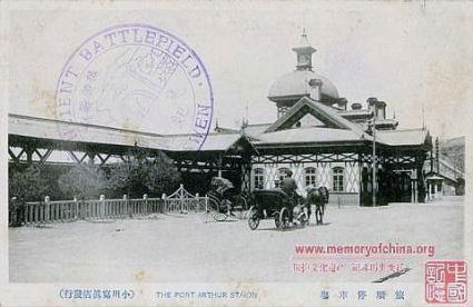 戦前の写真。駅入り口左側。