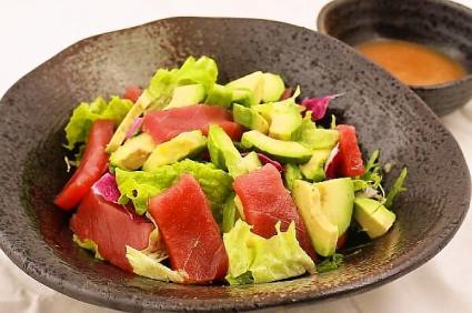 マグロアボカドサラダ(金鱼油梨沙拉)