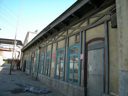 旧大連駅を右側から
