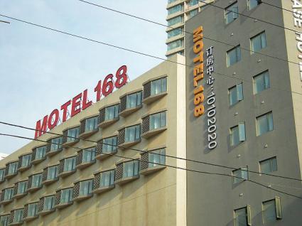 モーテル168三八広場店の外観。