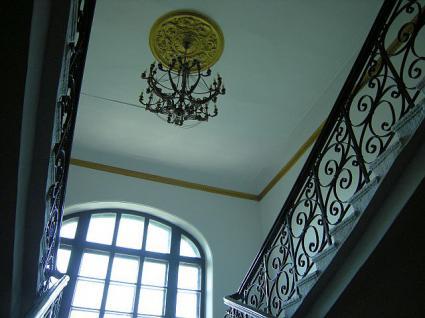 3階へ続く階段。