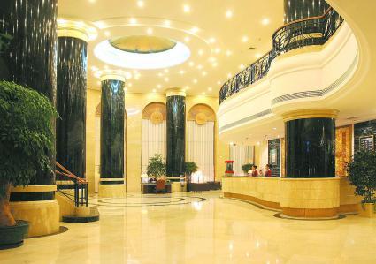良運ホテルの1階ロビー