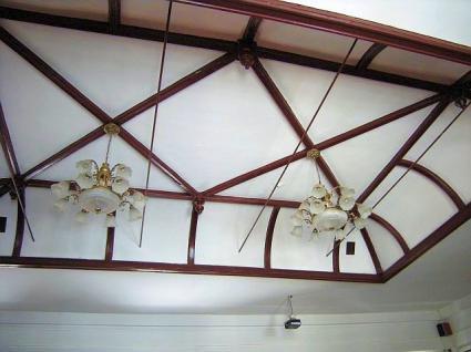 大法廷の大連ヤマトホテルの客室に似た天井