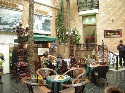旧ヤマトホテルコーヒーショップ テーブル席