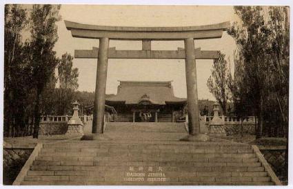大連神社の鳥居と本殿