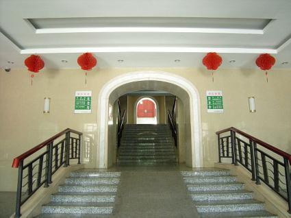 1階。3階まで続く階段