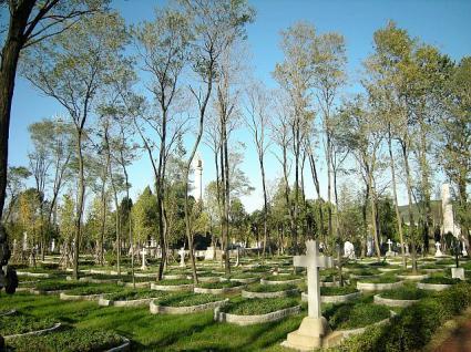 拡張されたソ連兵の墓