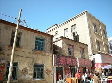 古い建物も現役の飲食店