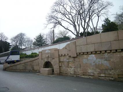 旧関東庁長官官邸前のスロープ