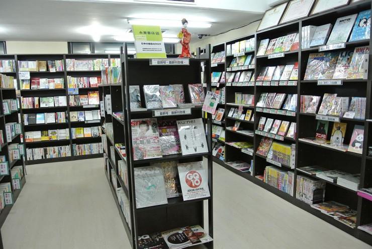 日本の漫画や書籍、雑誌がそろう永東書店