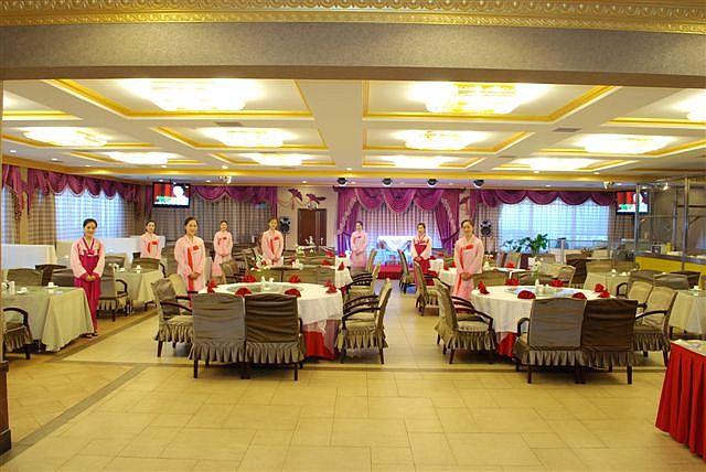 平壌餐庁のフロア