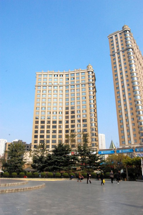 新築高層マンションの建設が進む東側