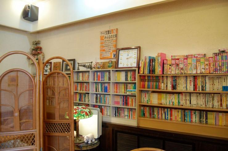 小説を中心とした本棚