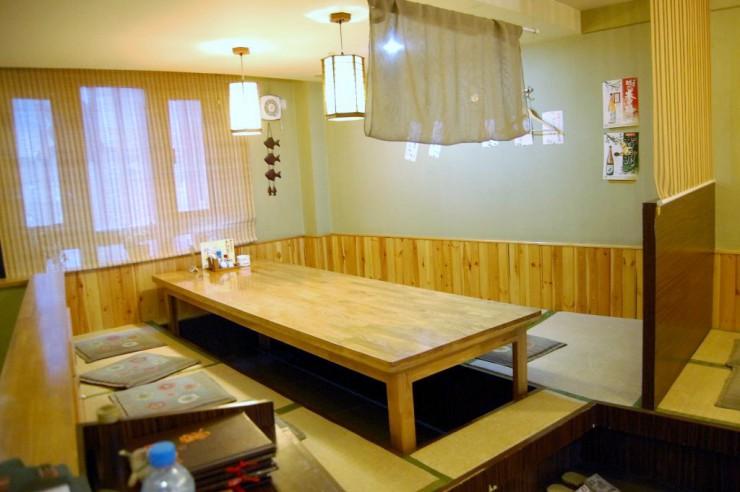 2階掘りごたつのテーブル席