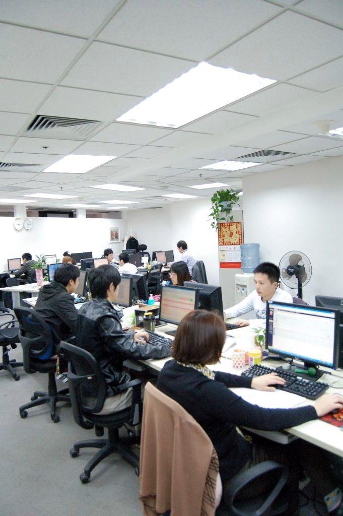 活気ある大連智科科技有限公司のオフィス
