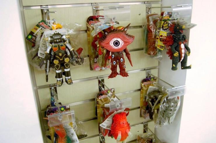 ウルトラマンシリーズの怪獣人形