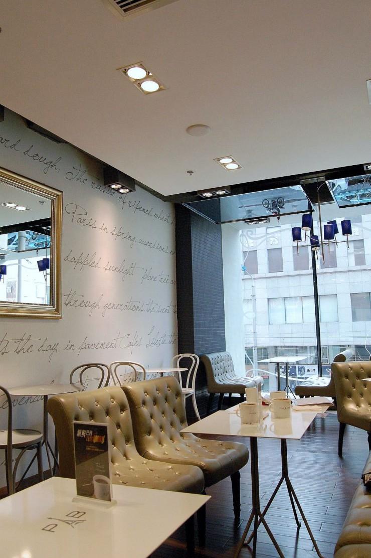 店内でもコーヒーとパンやケーキーを楽しめるスタイルは韓国と同じ