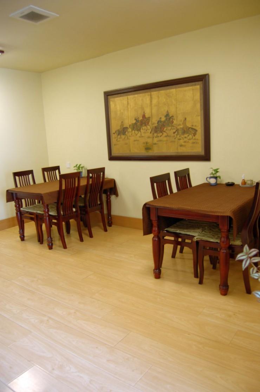 ソバの実の生産地である内モンゴル風の絵画がある2階