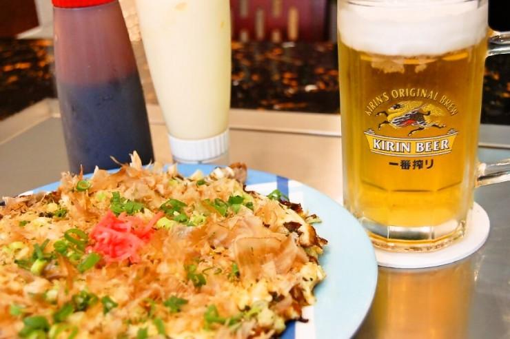 お好み焼きとキリン一番搾りの生ビール