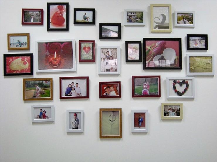 ハート型に飾られるのは従業員やその家族写真