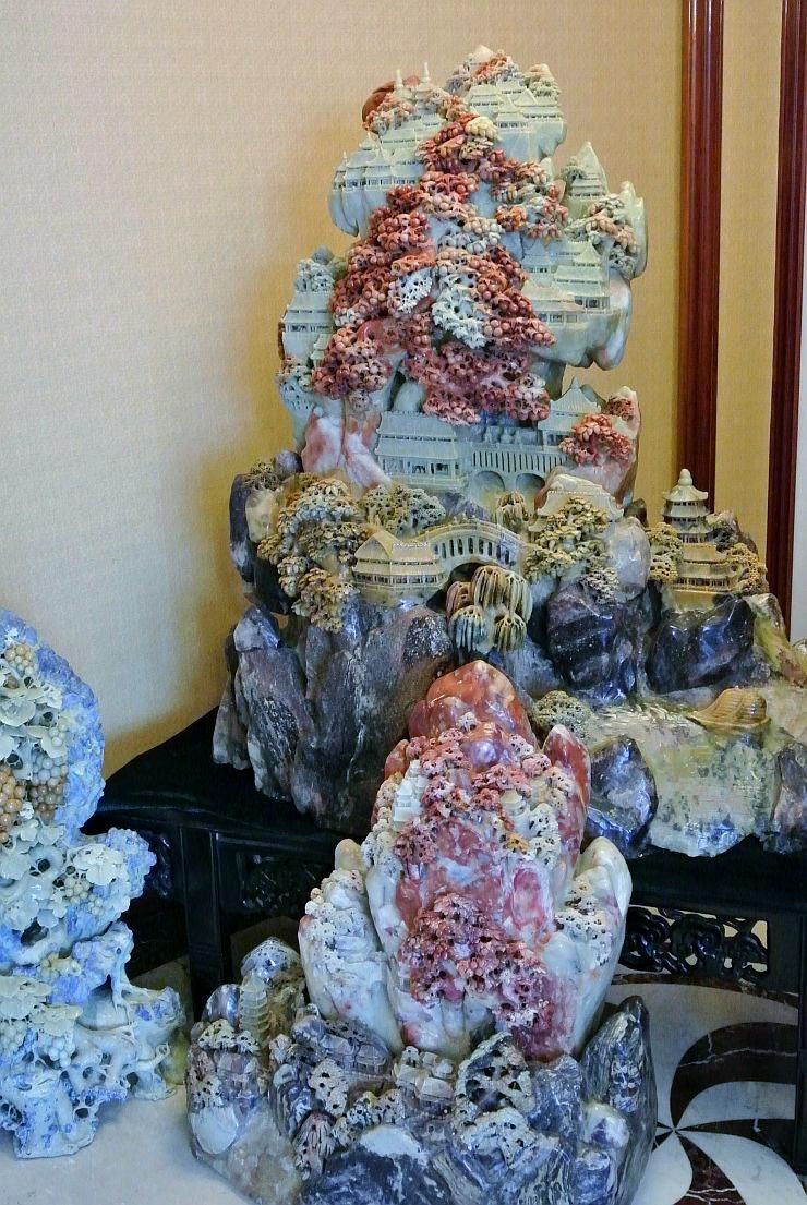 風水の考えで運気を上げるとされる玉石彫刻