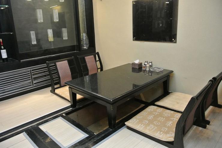 2階の掘りごたつのテーブル席