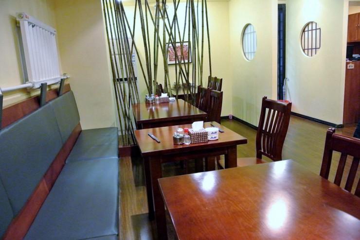 1階のテーブル席