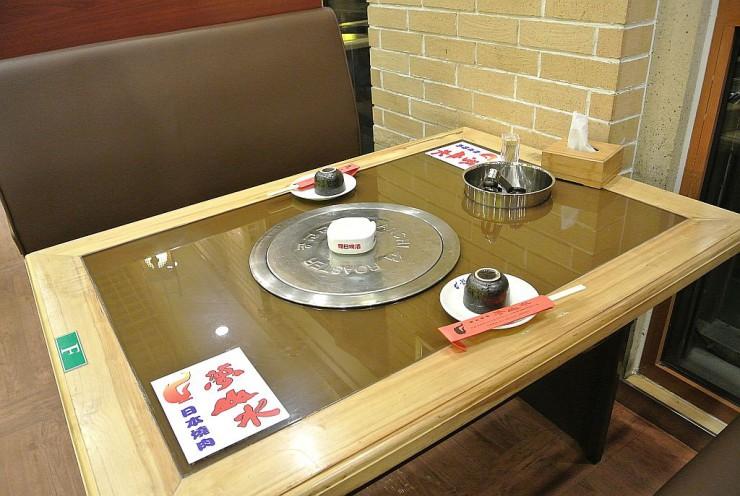 各テーブルで焼くことができる