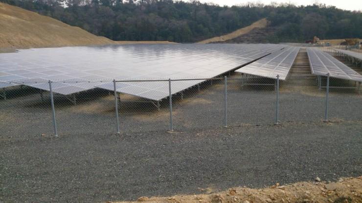 新たに開発したソーラーパネル用溶剤を施工した山口のソーラーパネル