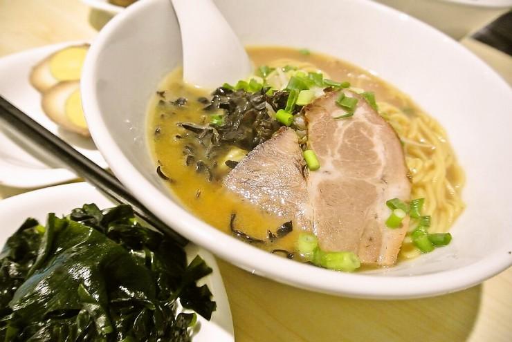 新拉麺とトッピング