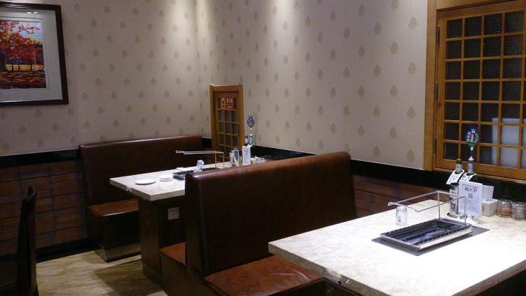 稷美 極品串都のテーブル席