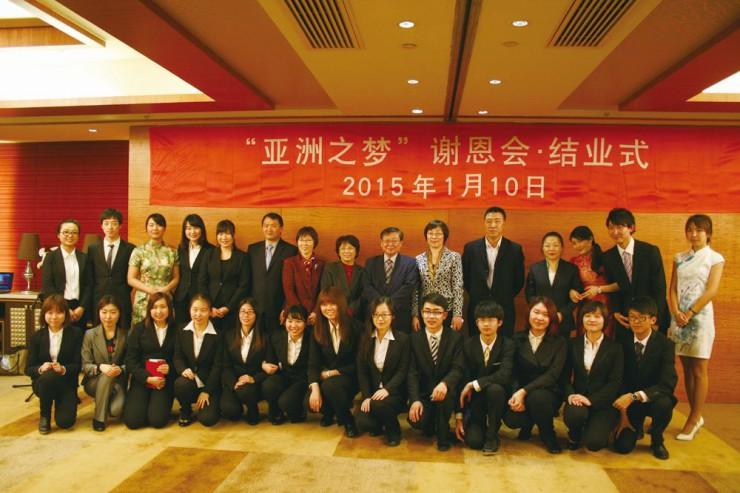 アジア夢カレッジに参加した両大の学生と教員ら