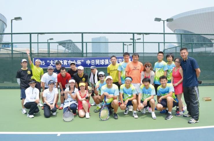 友好を深め合った日中のテニス倶楽部メンバー