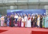 ステージで整列する各国の留学生たち
