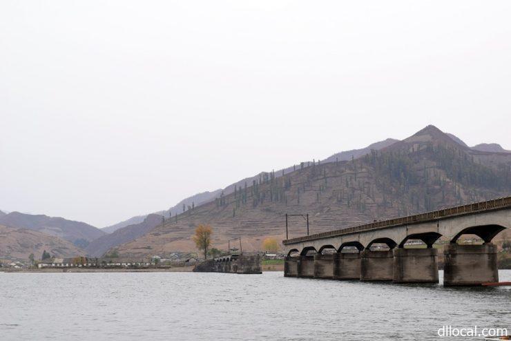 朝鮮戦争の空爆で破壊されている河口断橋