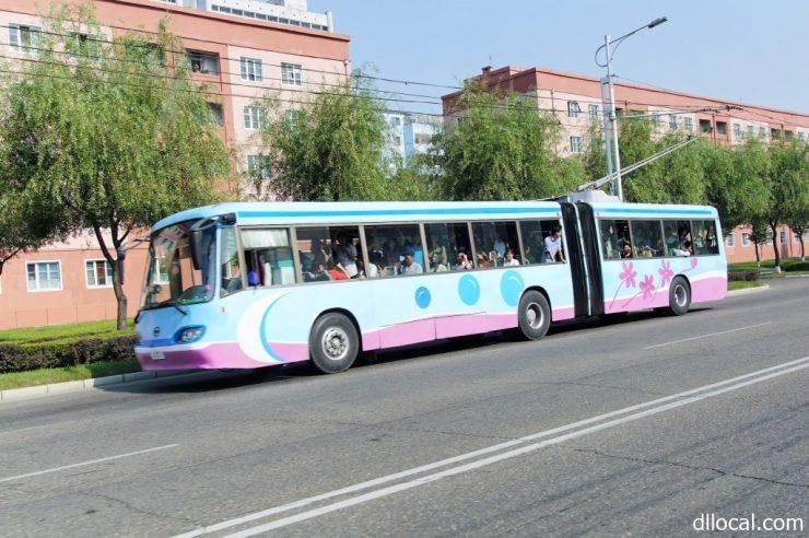 平壌を走る乗り物の北朝鮮旅行の魅力